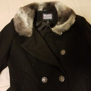 Very comfortable coat with buttons for girls